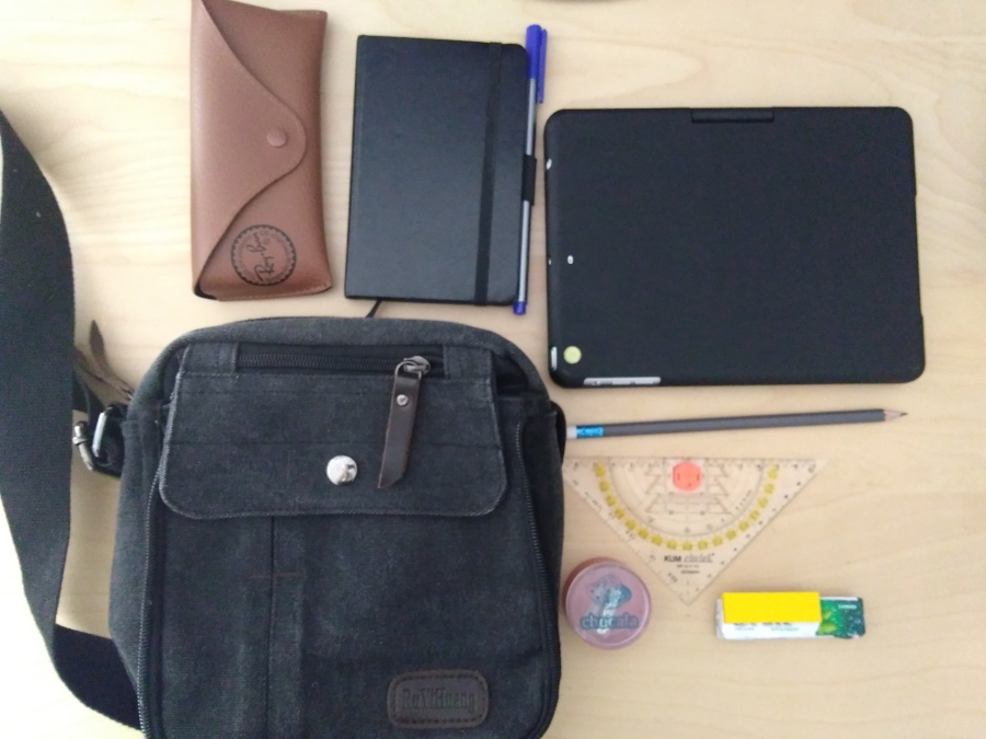 What's In My Bag – Minimalist Student Edition